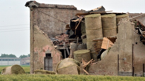 A building in San Felice Sul Panaro is damaged following an earthquake on May 20, 2012 in the Modena province. Panicked people rushed into the streets when a powerful earthquake shook northern Italy early Sunday, killing three people and injuring at least 50.  AFP PHOTO / GIUSEPPE CACACE        (Photo credit should read GIUSEPPE CACACE/AFP/GettyImages)